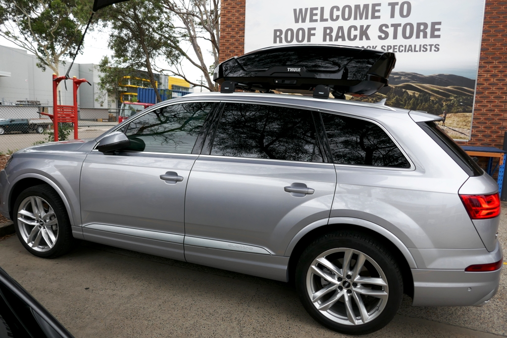 Audi Q7 with Edge Bars and Thule Motion XT M