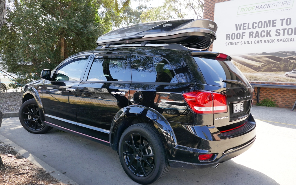 Dodge Journey with Thule Excellence roof box