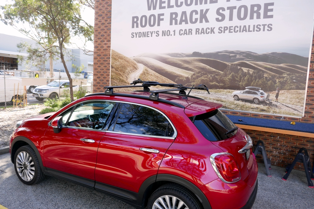 Fiat 500X with Thule Wingbar black and 598 Proride black