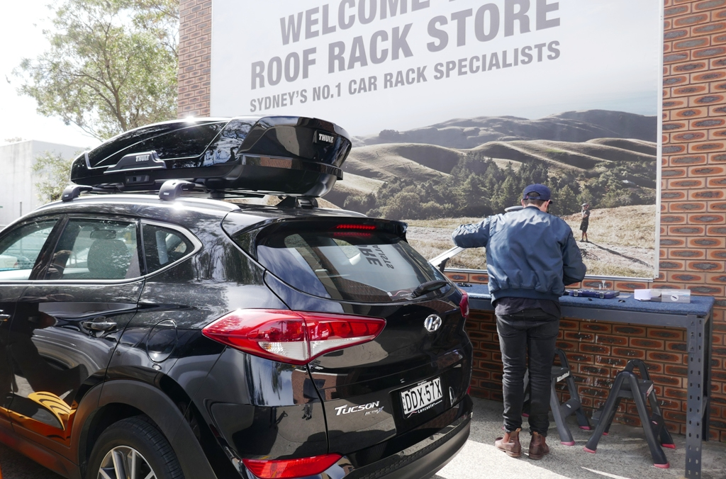Hyundai Tucson with Thule WingBar Edge and Motion XT M