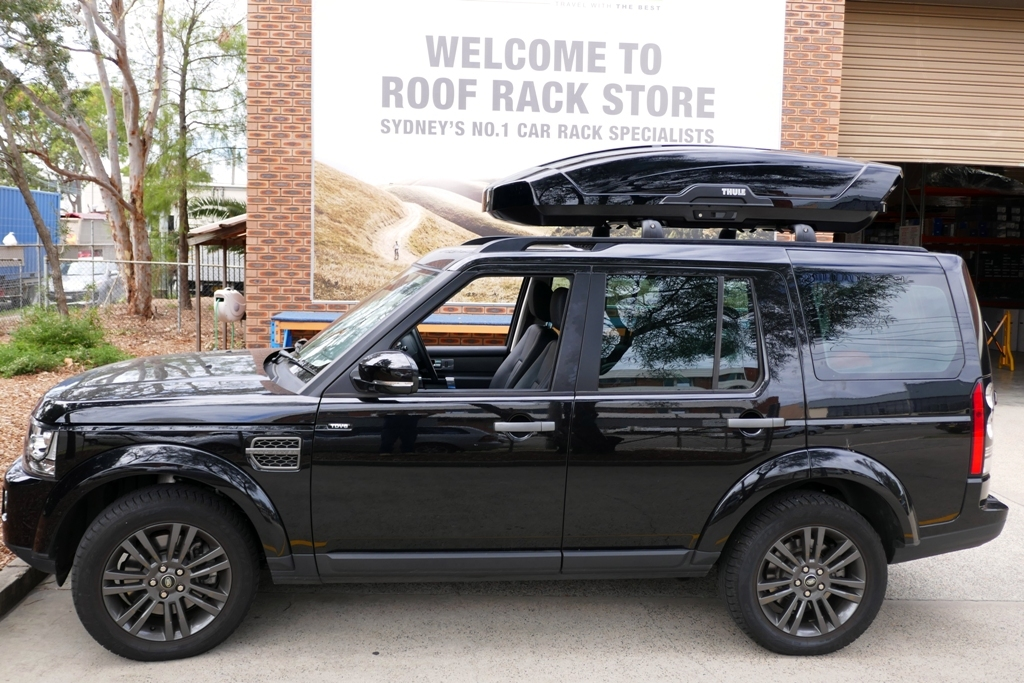 Land Rover Discovery with Thule Motion XT.