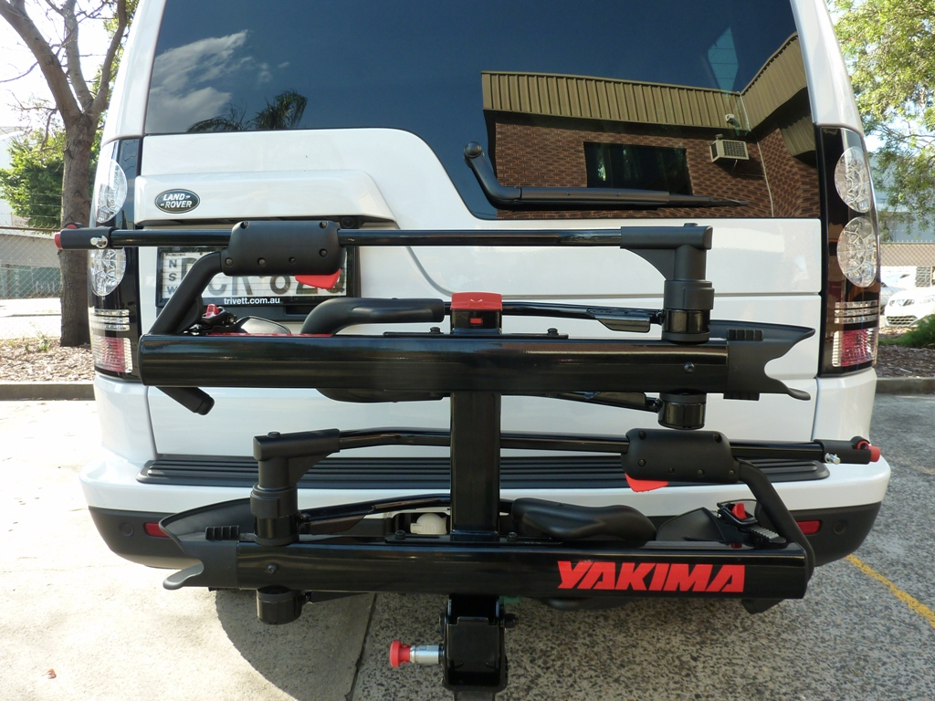 Land Rover Discovery with Yakima Hold Up