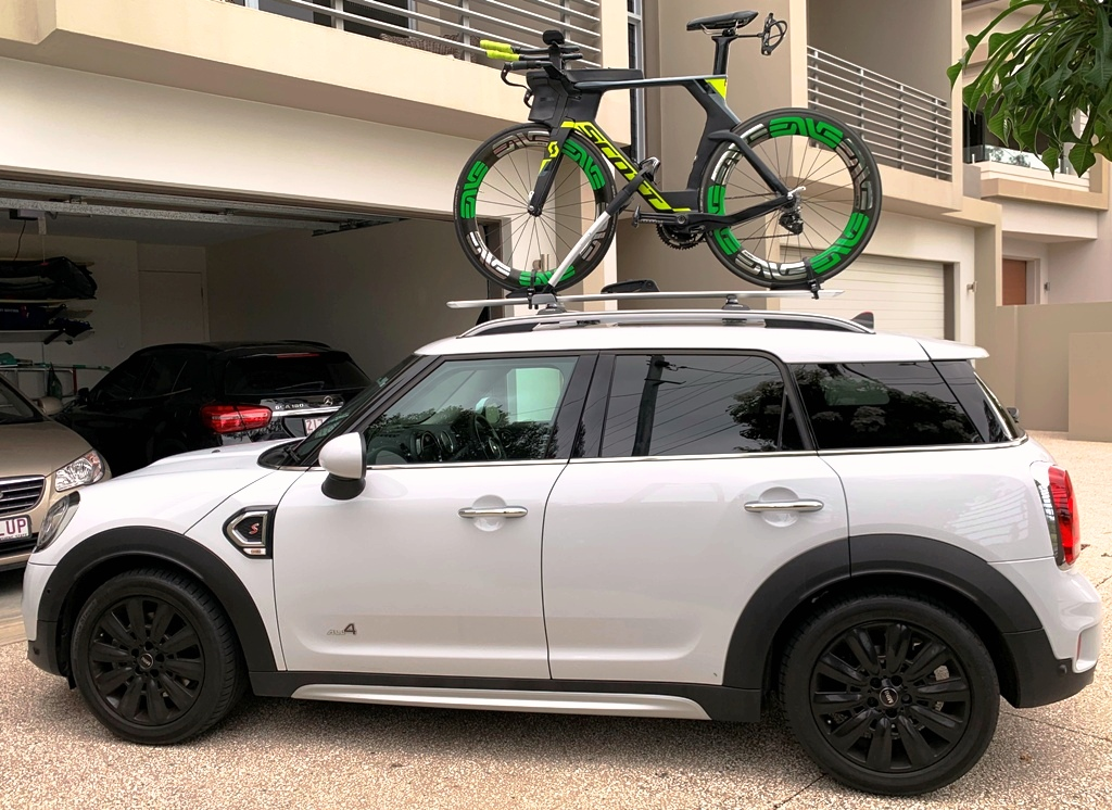 Mini Countryman with Whispbar rail bars and WB201