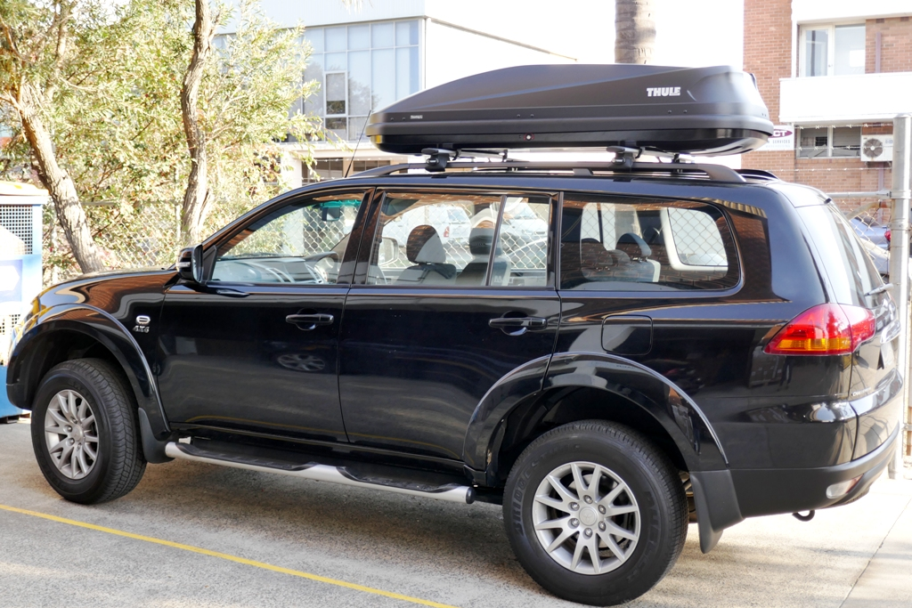 Mitsubishi Challenger with Thule Touring 780