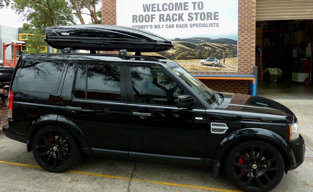 Range Rover with Thule Motion XXL