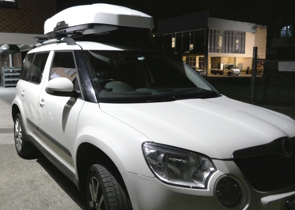 Skoda Yeti with Thule Motion XT XL White