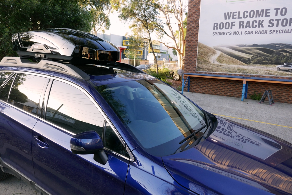 Subaru Outback with Thule Motion XT M
