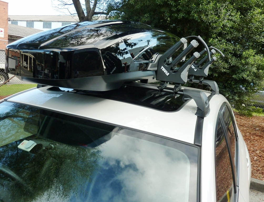 Subaru WRX, Whispbar Flush bars, Thule Motion XT Sport and Thule 575 ski carriers