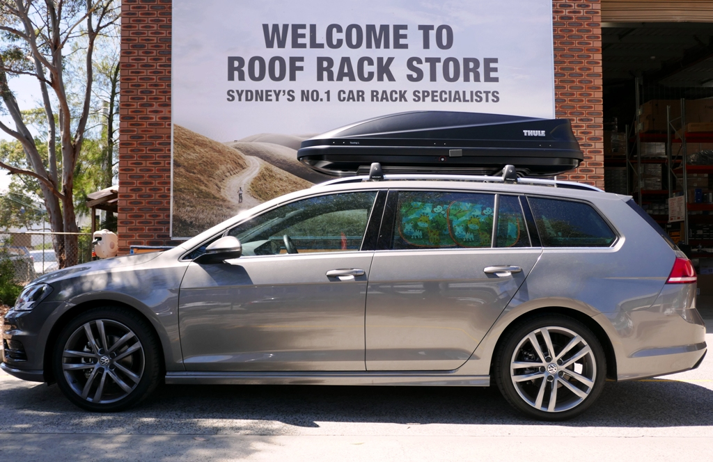 VW Golf Wagon with Thule Touring 780 Anthracite