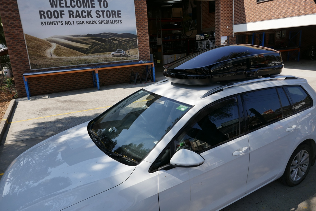 Vw Golf Wagon with Whispbar WB751 Roof Box