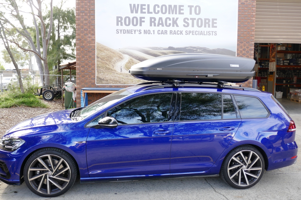 VW Golf Wagon R with Thule Motion XL 800Anthracite