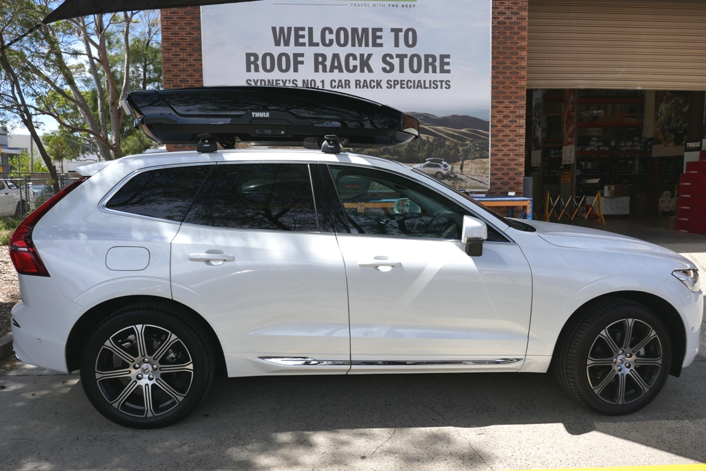 Volvo XC90 with Thule Wing Bars and Thule Motion XT XL