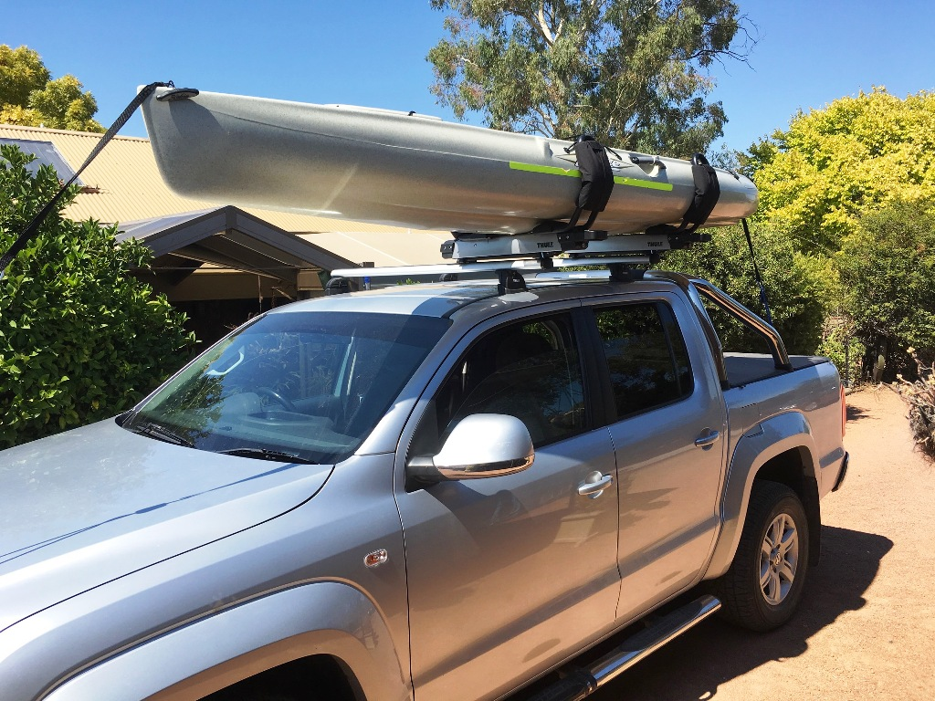 VW Amarok with Thule professional bars and Thule Hullavator 898