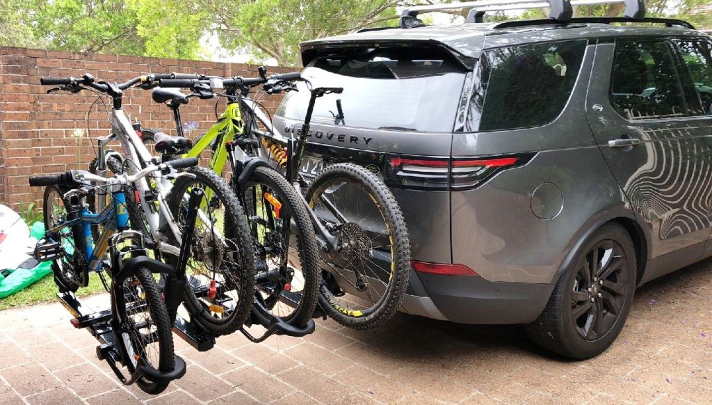 Land Rover Discovery with Yakima HoldUp and plus 2
